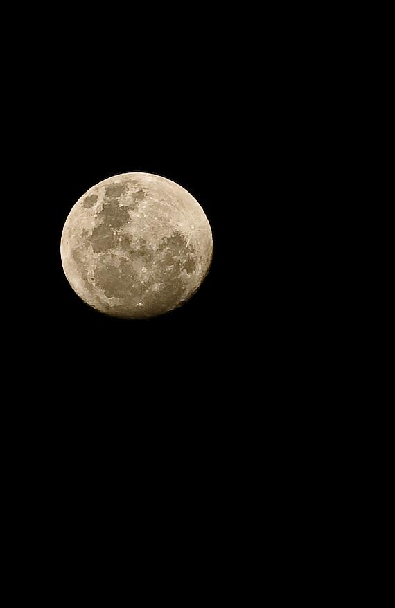 My Moon || Nikon D70s,18-200@200, 1/400s, F8, ISO200, Tripod